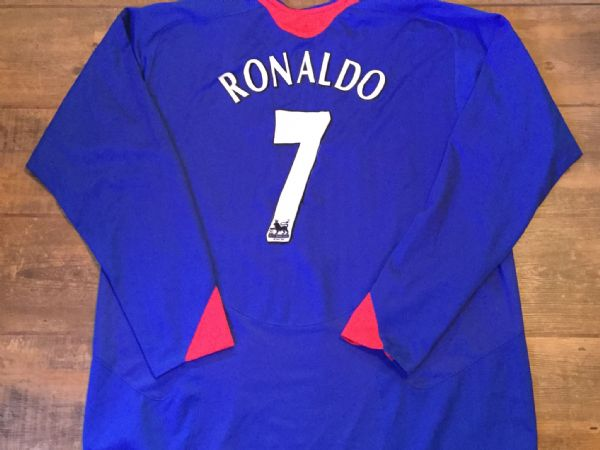 eb46340d3 2005 2006 Manchester United Ronaldo Away L s Football Shirt Adults XXL .